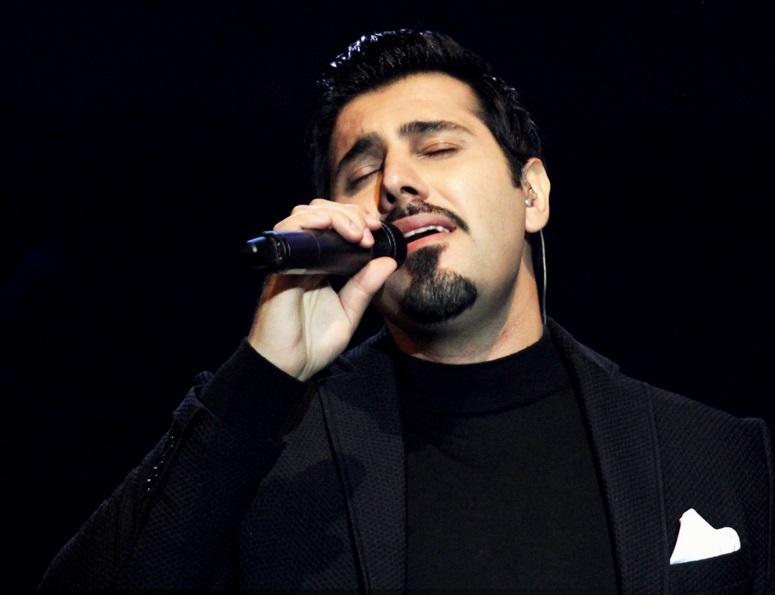 Ehsan Khajeamiri احسان خواجه امیری دانلود آهنگ احسان خواجه امیری این حقم نیست