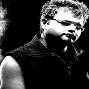 Afshin Azari 3 4 300x300 دانلود آهنگ افشین اذری بازی عاشقی
